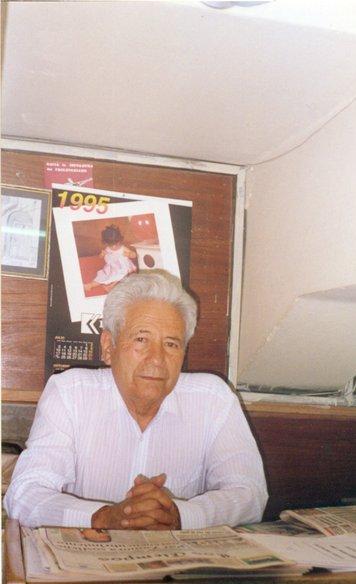 Guillermo Lora, líder do POR, em seu quiosque, em La Paz (1995)/Foto Haroldo Ceravolo Sereza