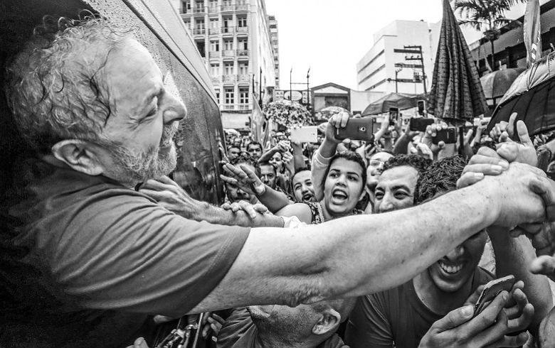 Lula recepcionado pelo povo