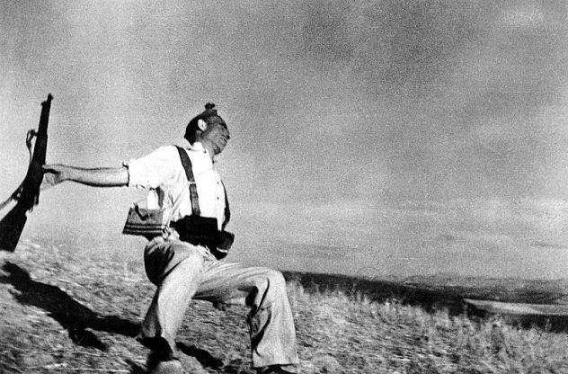 The Falling Soldier: fotografia famosa do fotojornalista Robert Capa, tirada em 1936, durante a Guerra Civil na Espanha