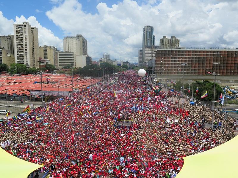 Manifestação de apoio ao governo de Nicolás Maduro realizada nesta quinta-feira (01/09) em Caracas. Foto: Agência Efe